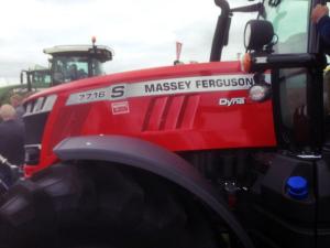 massey ferguson 7716 s traktor